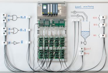 Siemens Simatic S7-300 PLC Trainer: Training on a Whiteboard