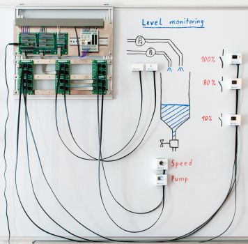 Siemens Simatic S7-1200 PLC Trainer: Training on a Whiteboard