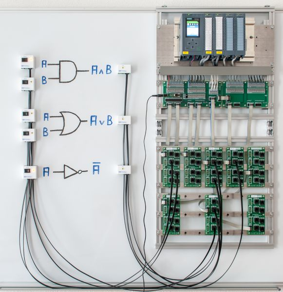 Controllino Mini Mega Maxi PLC Trainer: Training on a Whiteboard
